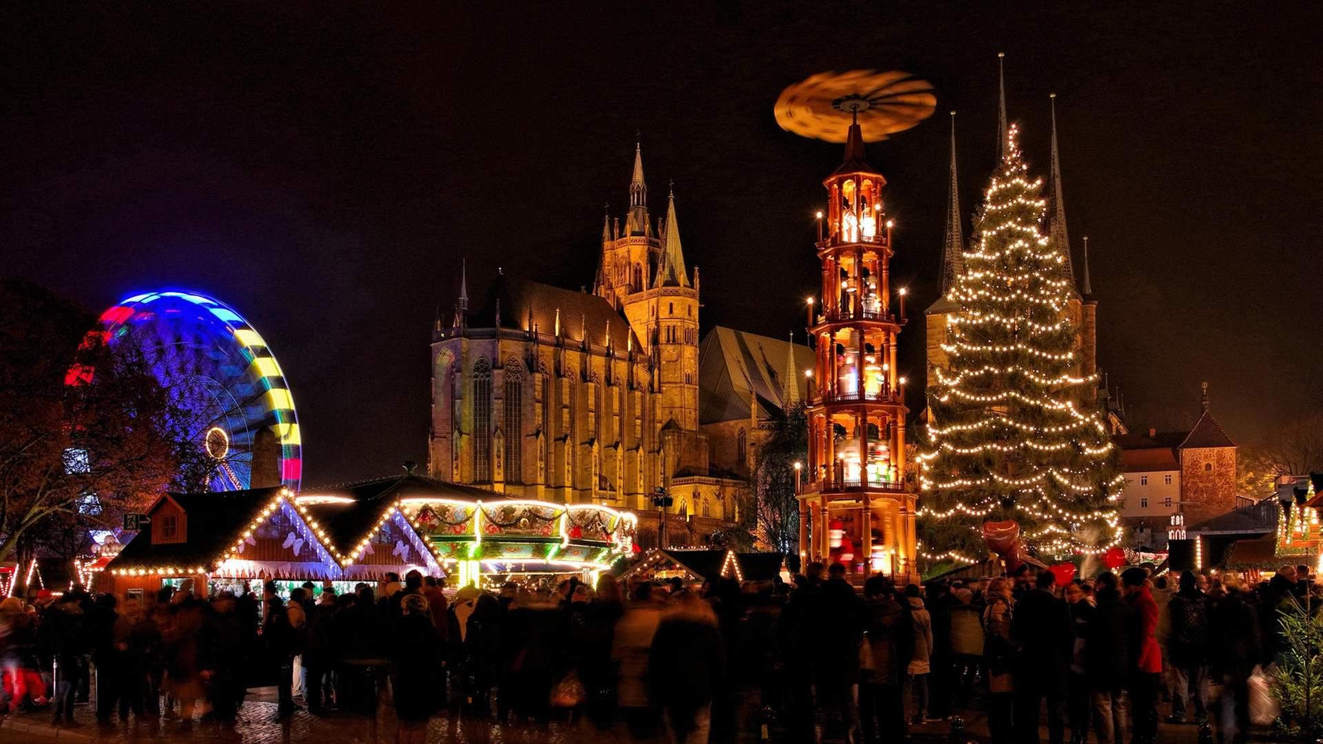weihnachtsmarkt in erfurt ein besonderes highlight sind handgeschnitzten und fast lebensgrossen krippenfiguren