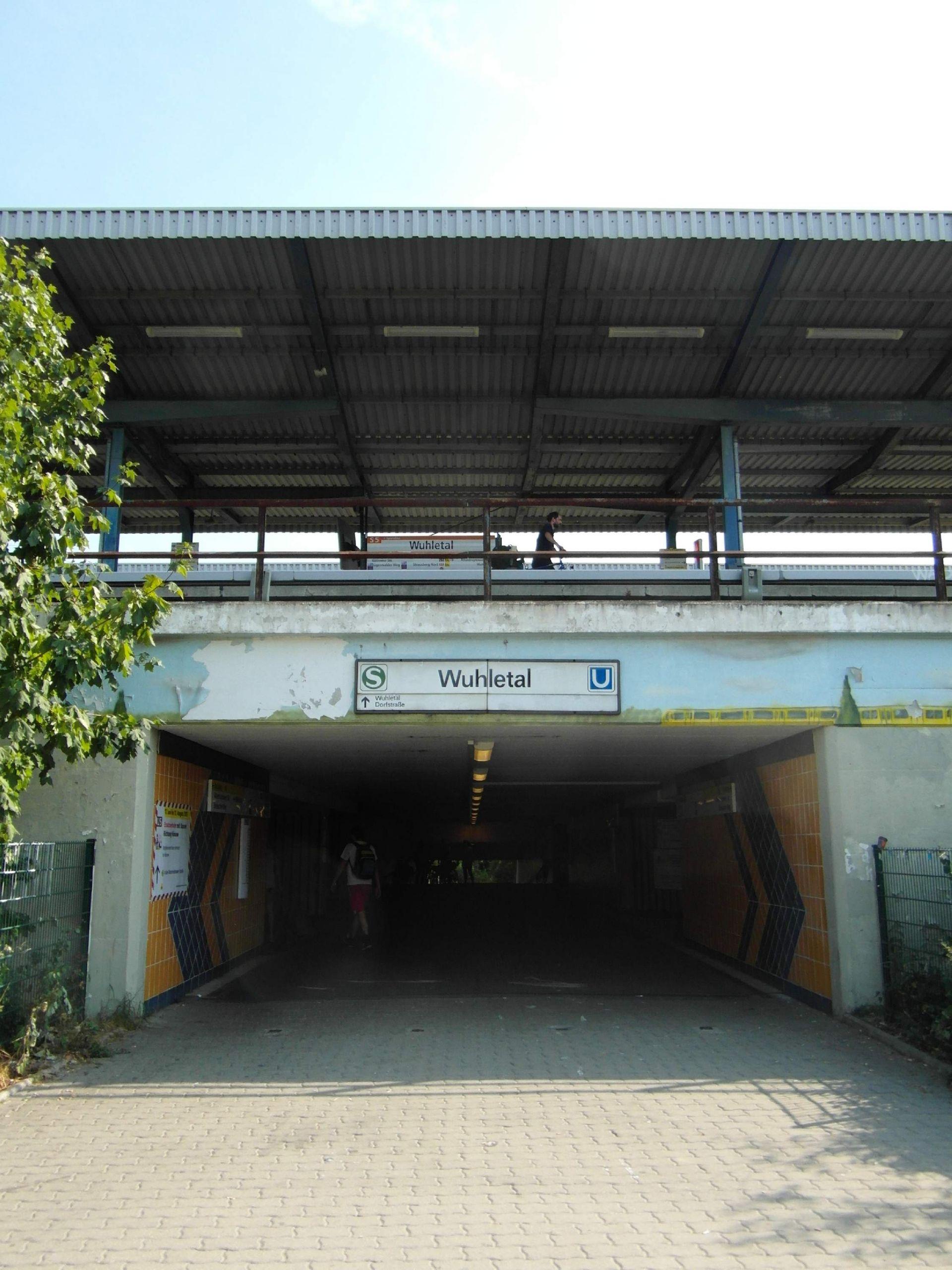 Berlin S und U Bahnhof Wuhletal %