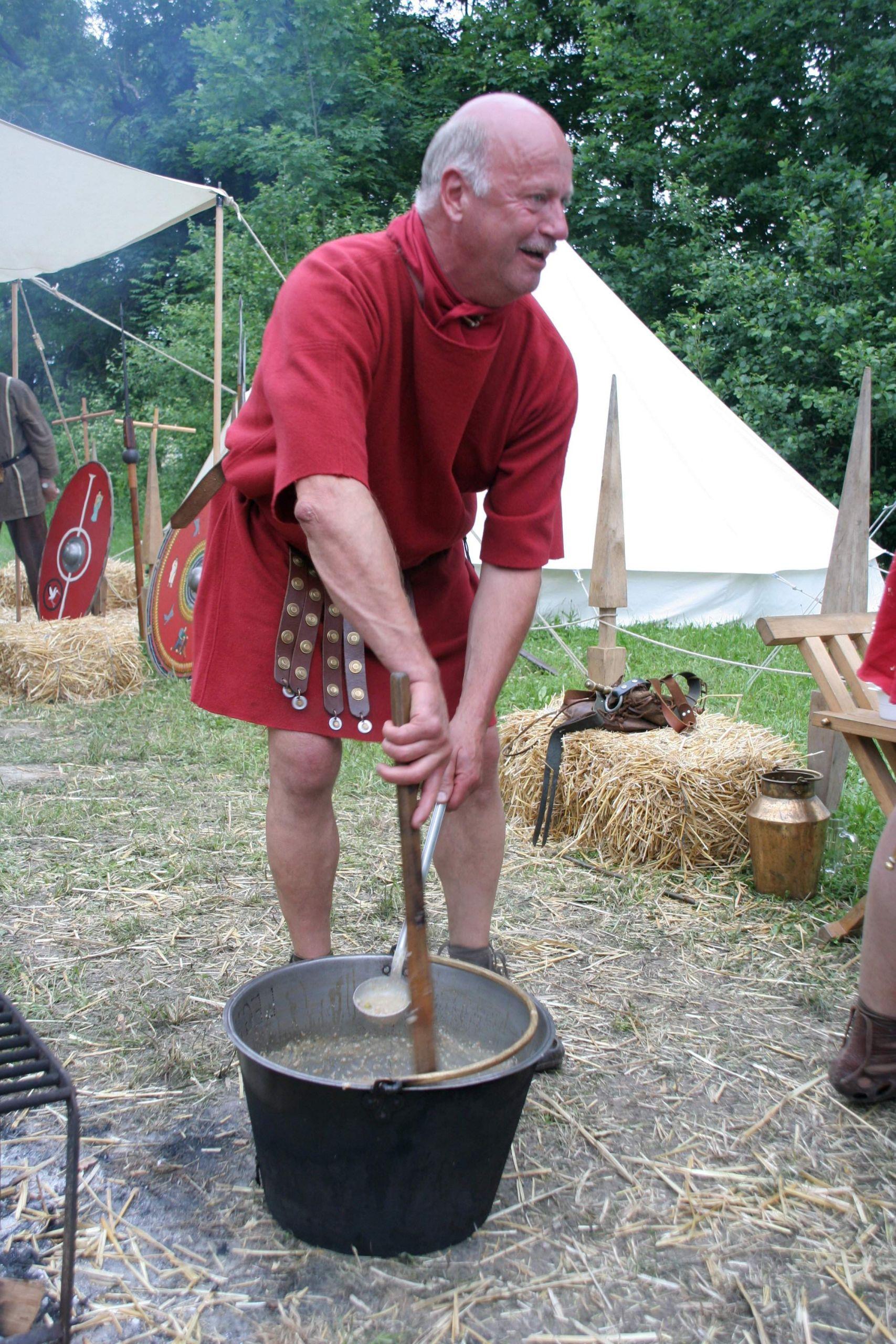 Roman sol r in tunica cooking