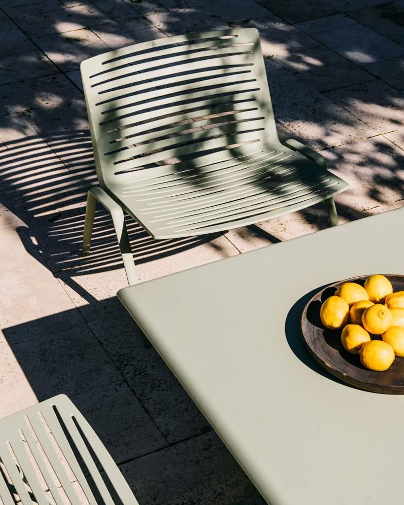fast zebra loungesessel und tisch gruner tee ambiente terasse 1M802R3pruddwA