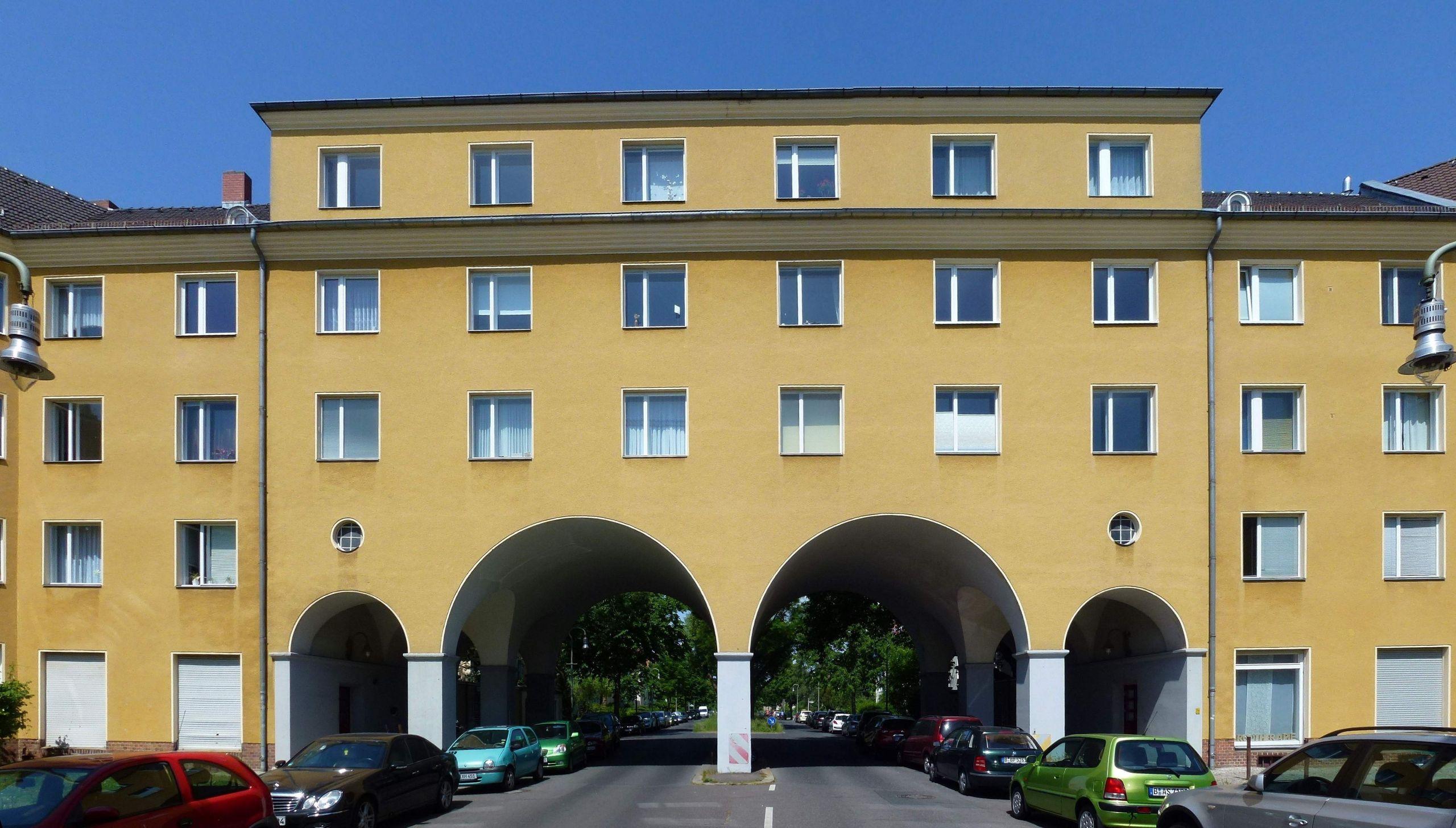 Tempelhof Manfred von Richthofen Straße Eingang 001
