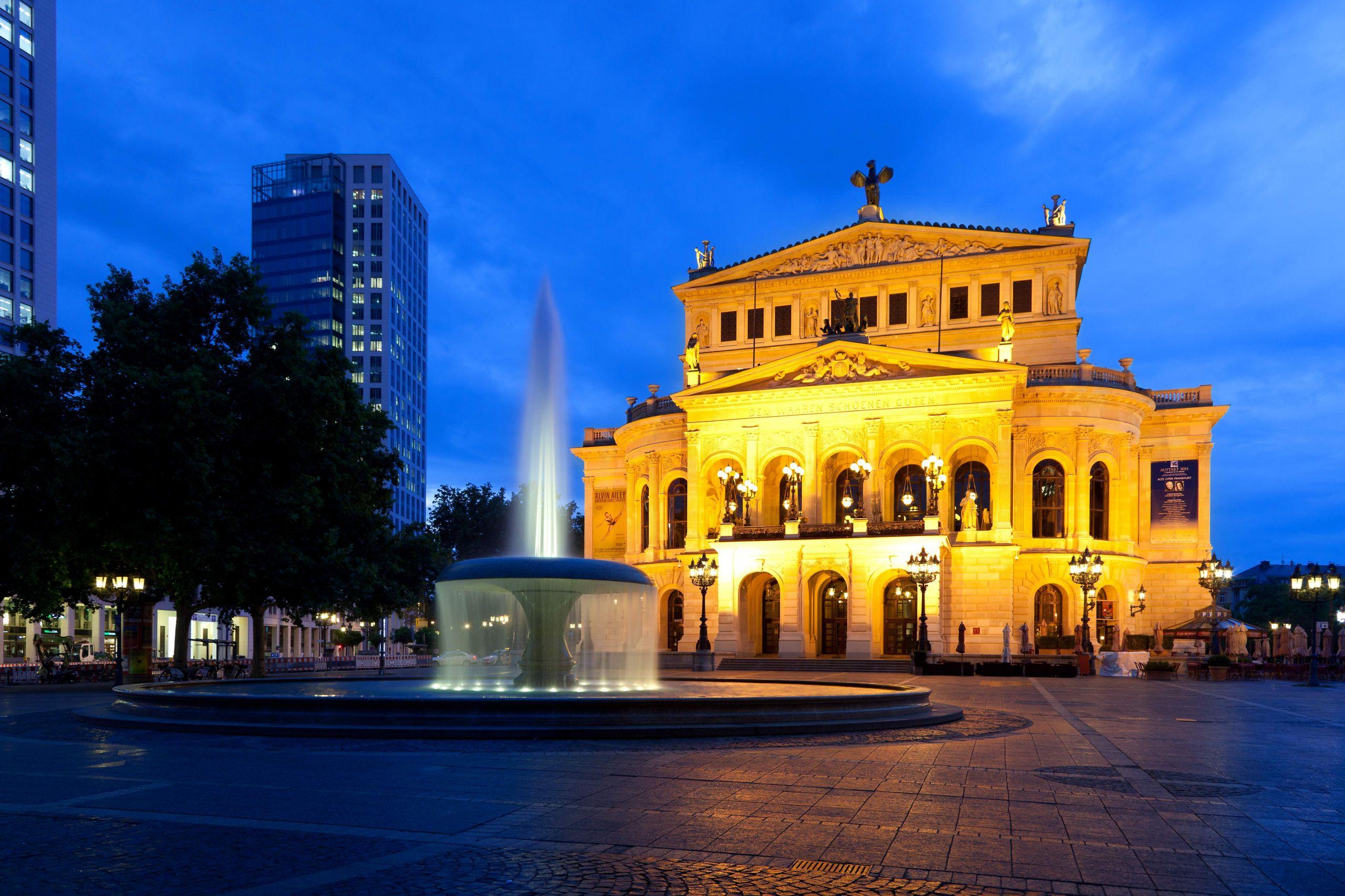 Alte Oper Frankfurt abends 2011 07