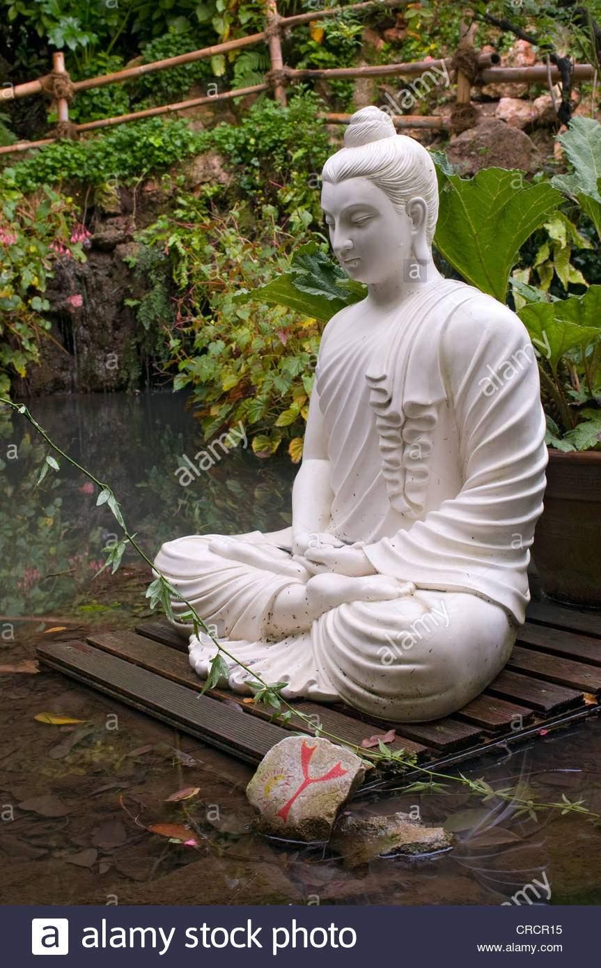 siddhartha statue botanischer garten von andr heller gardone rivieara gardasee lombardei italien europa crcr15