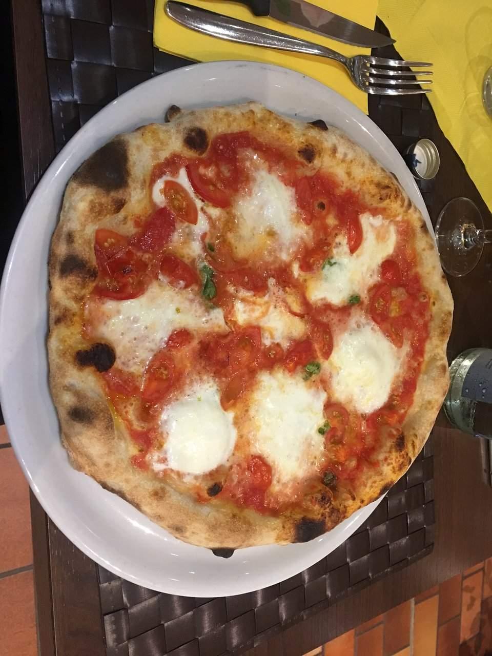 pizza napule pomodoro