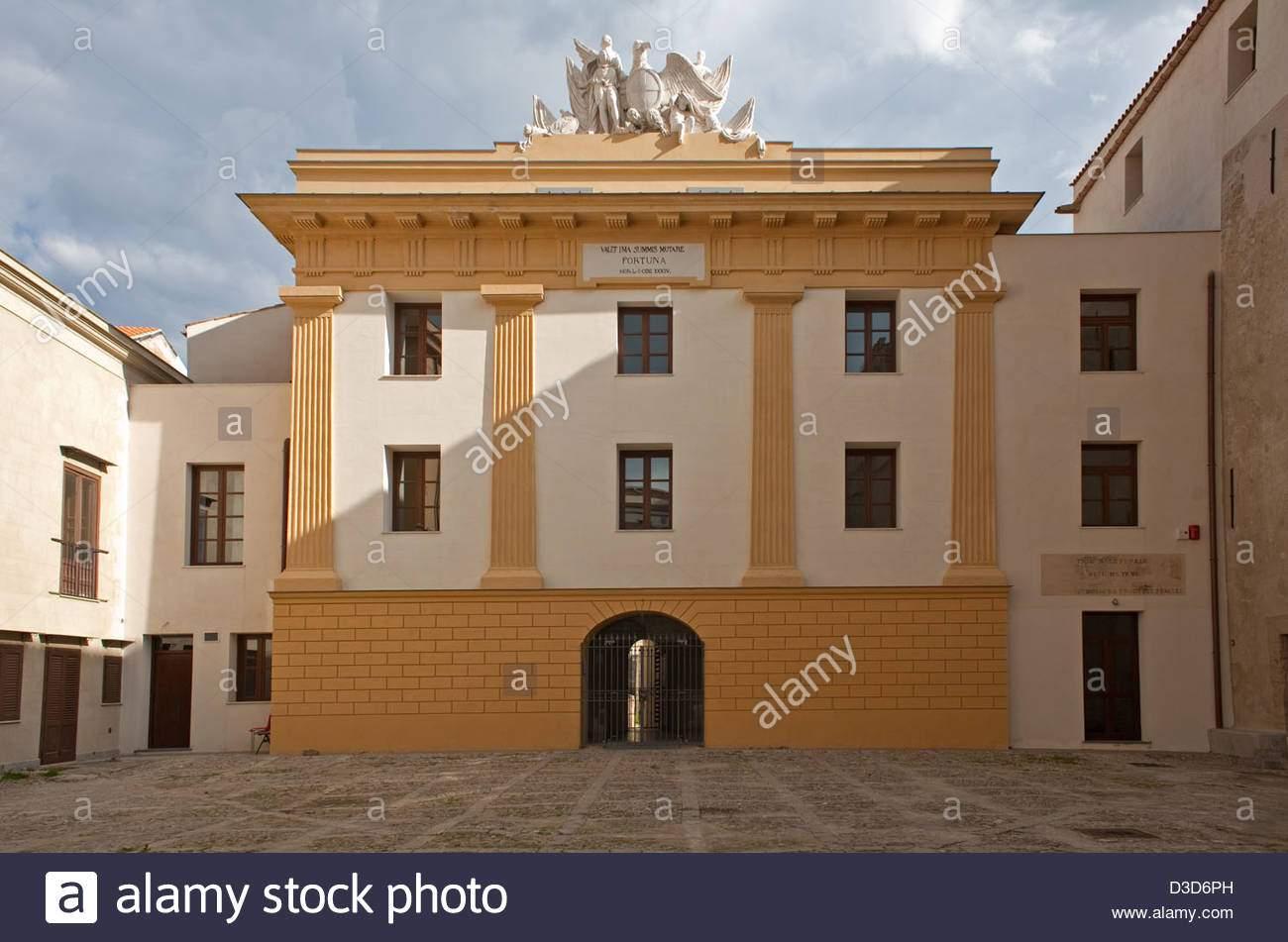 palermo italien den hof des palazzo chiaramonte d3d6ph