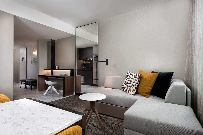 adina apartment hotel frankfurt two bedroom apartment lounge room 01 2017