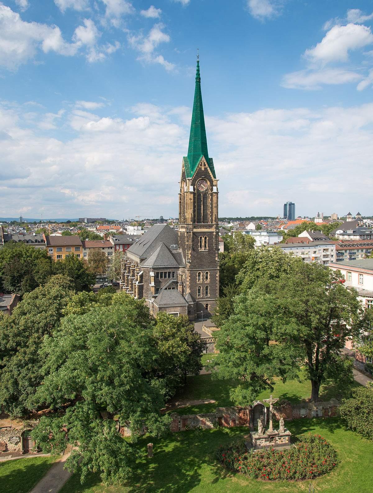 1200px Frankfurt Peterskirche