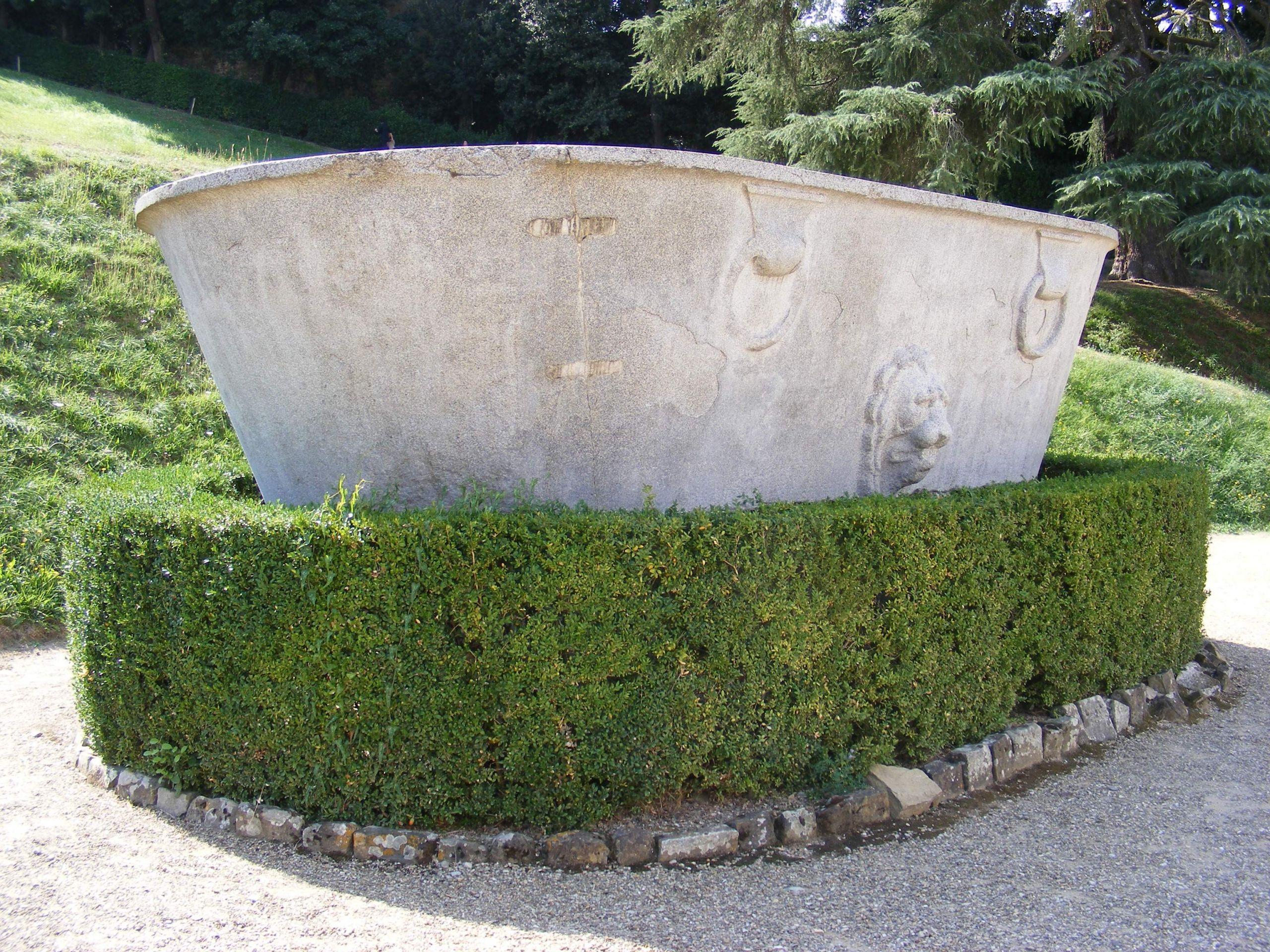 Florenz Giardino di Boboli Große steinerne Wanne