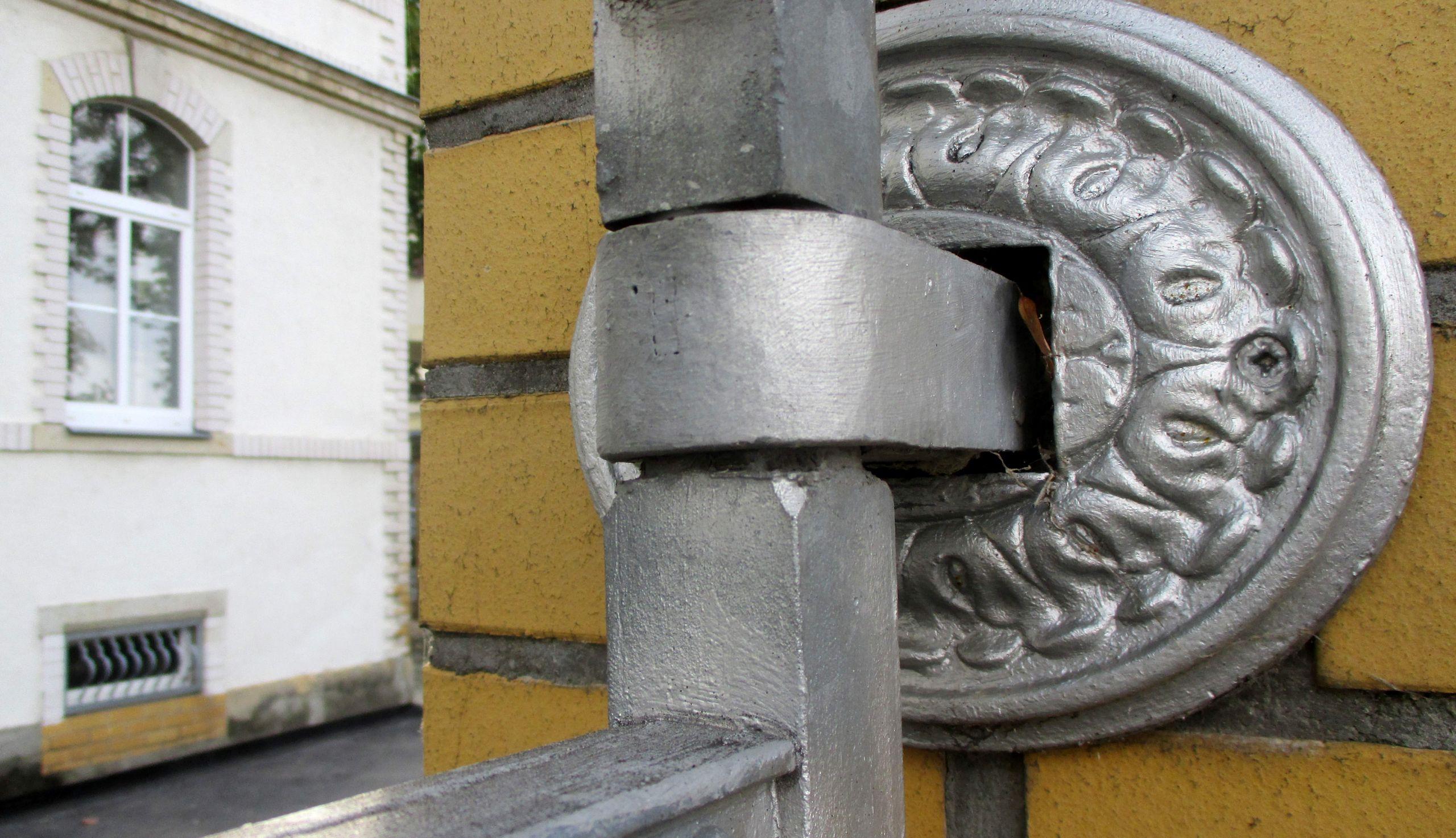 Zigarettenfabrik f6 Dresden Striesen Jugendstil Zaunbefestigung Bild 001