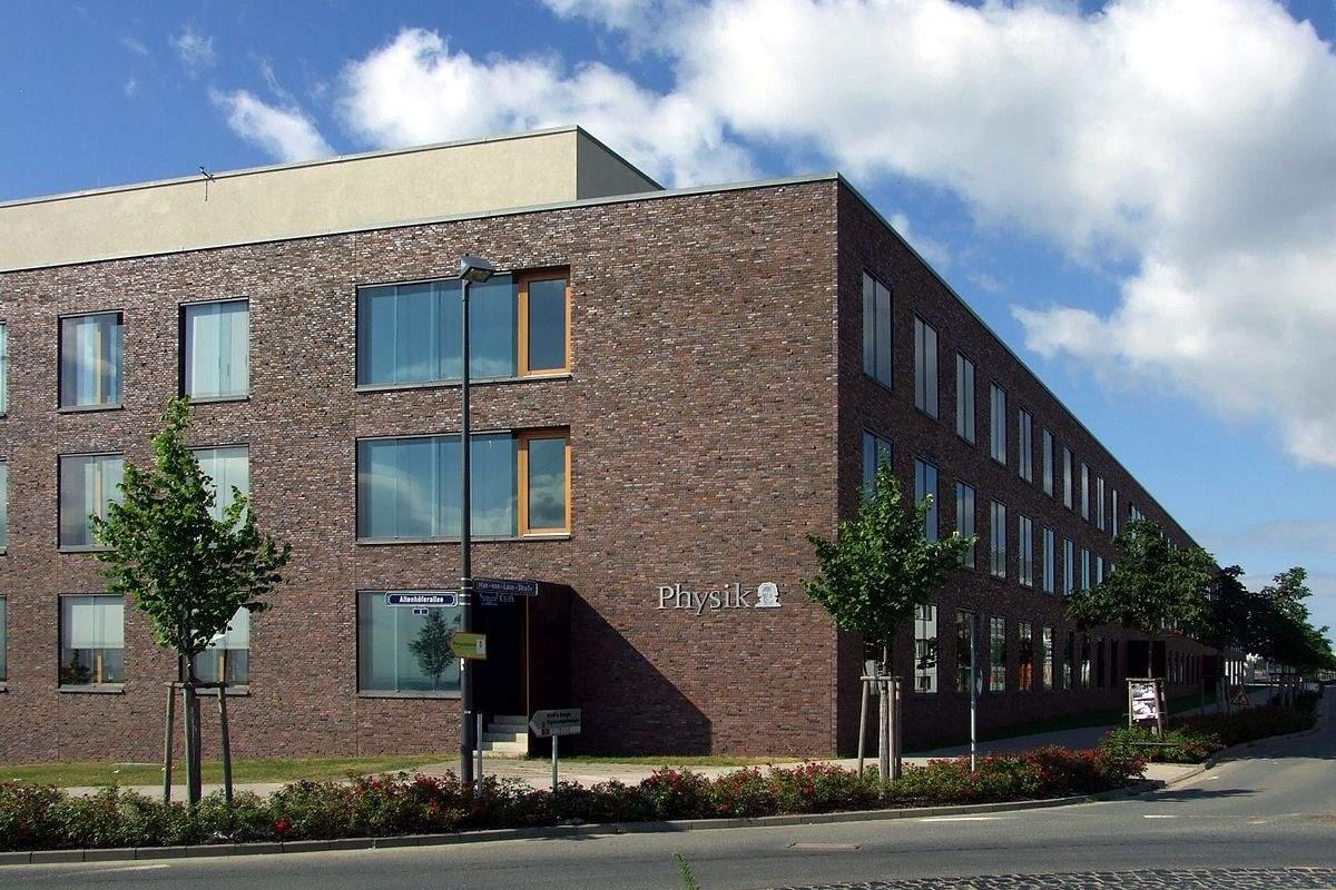 1200px Campus Riedberg Physikalische Institute Außenansicht 3