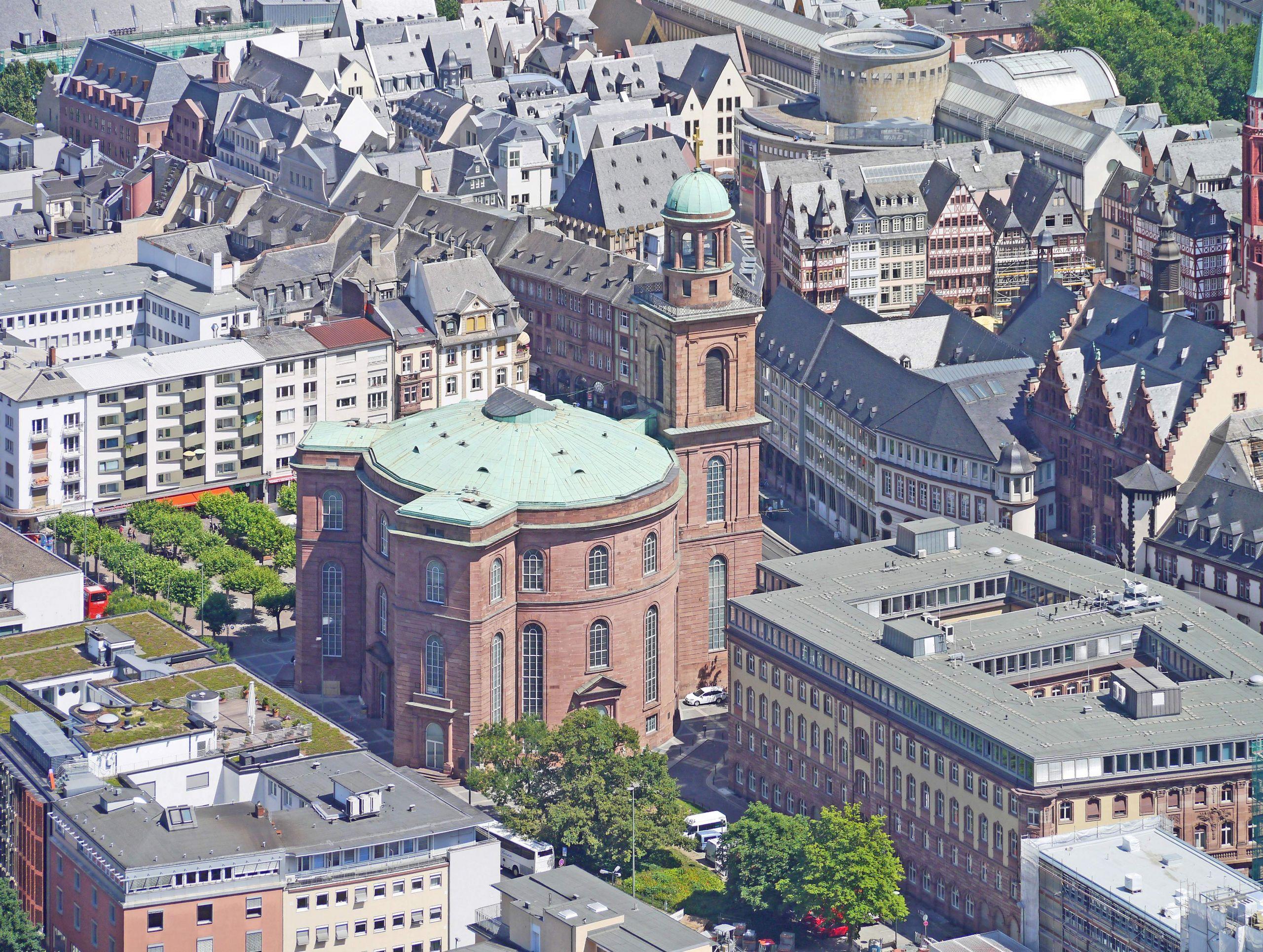 Frankfurter Paulskirche vor Dom Roemer Areal 2018 Ffm