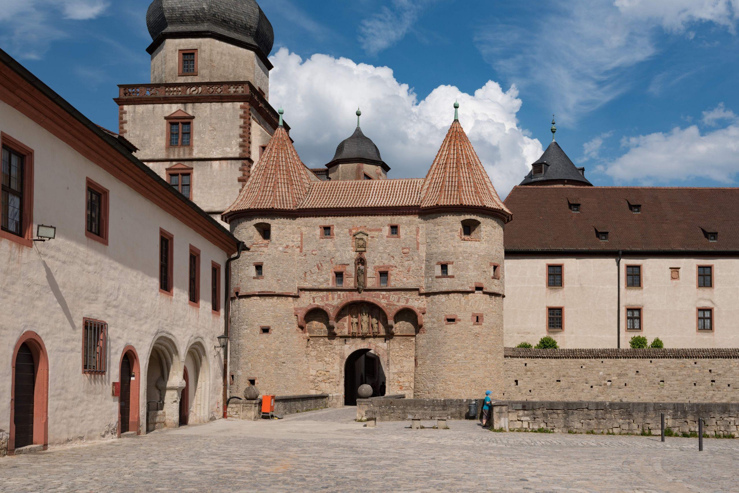 Festung Marienberg Scherenbergtor Würzburg 001