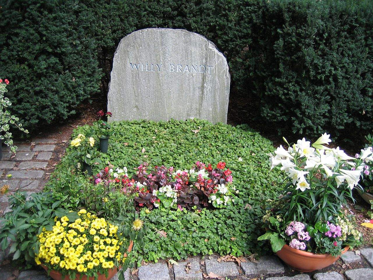 1280px Willy brandt grave