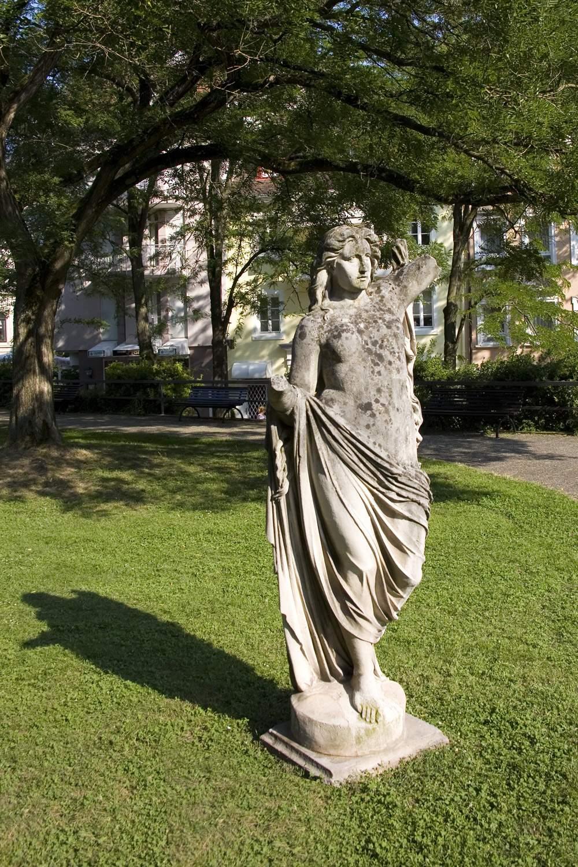 Statue BeiFriedrichsbad2