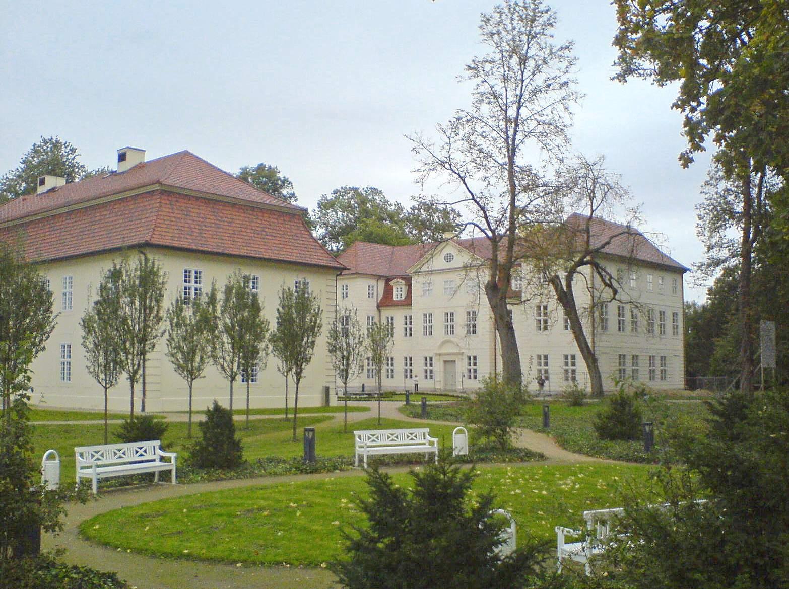 Schloss u Park Mirow
