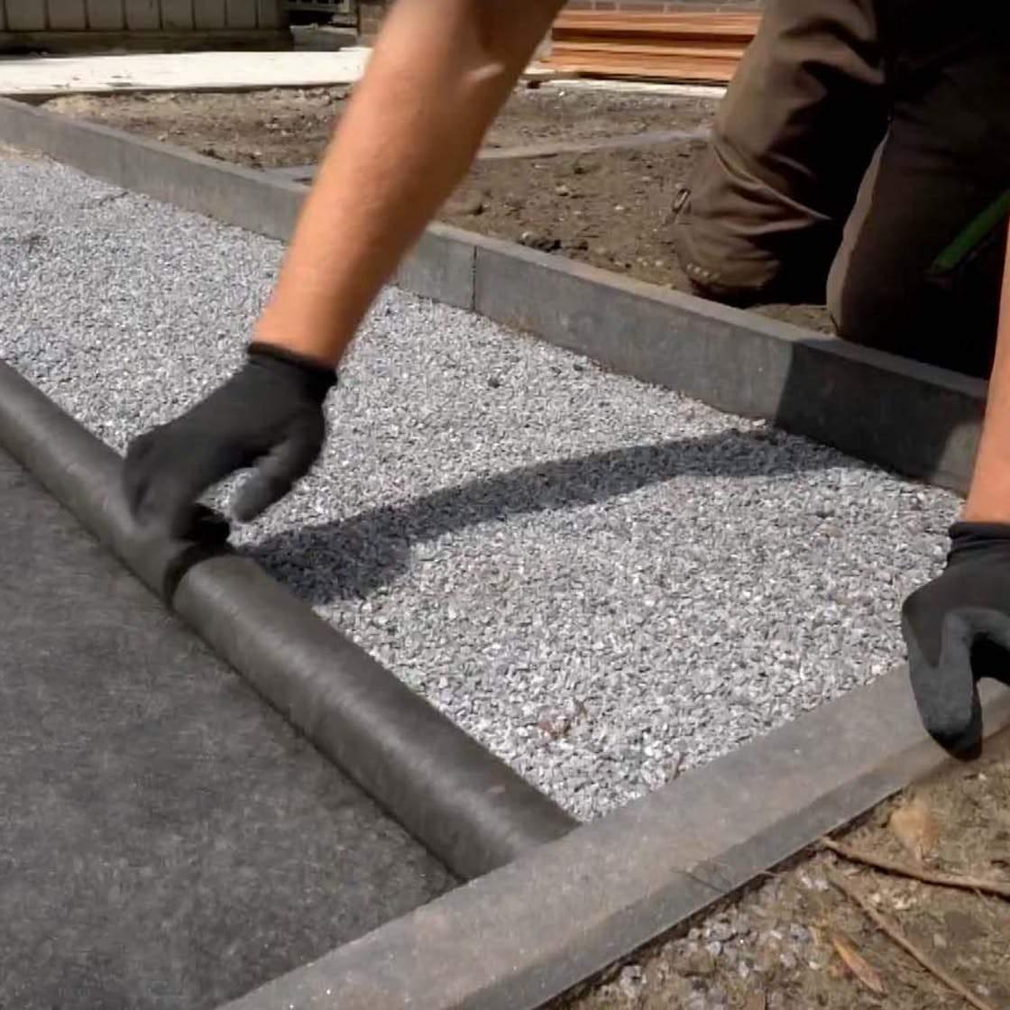 Handwerker Vliesbahnen Ausgleichsmaterial Terrassenbau