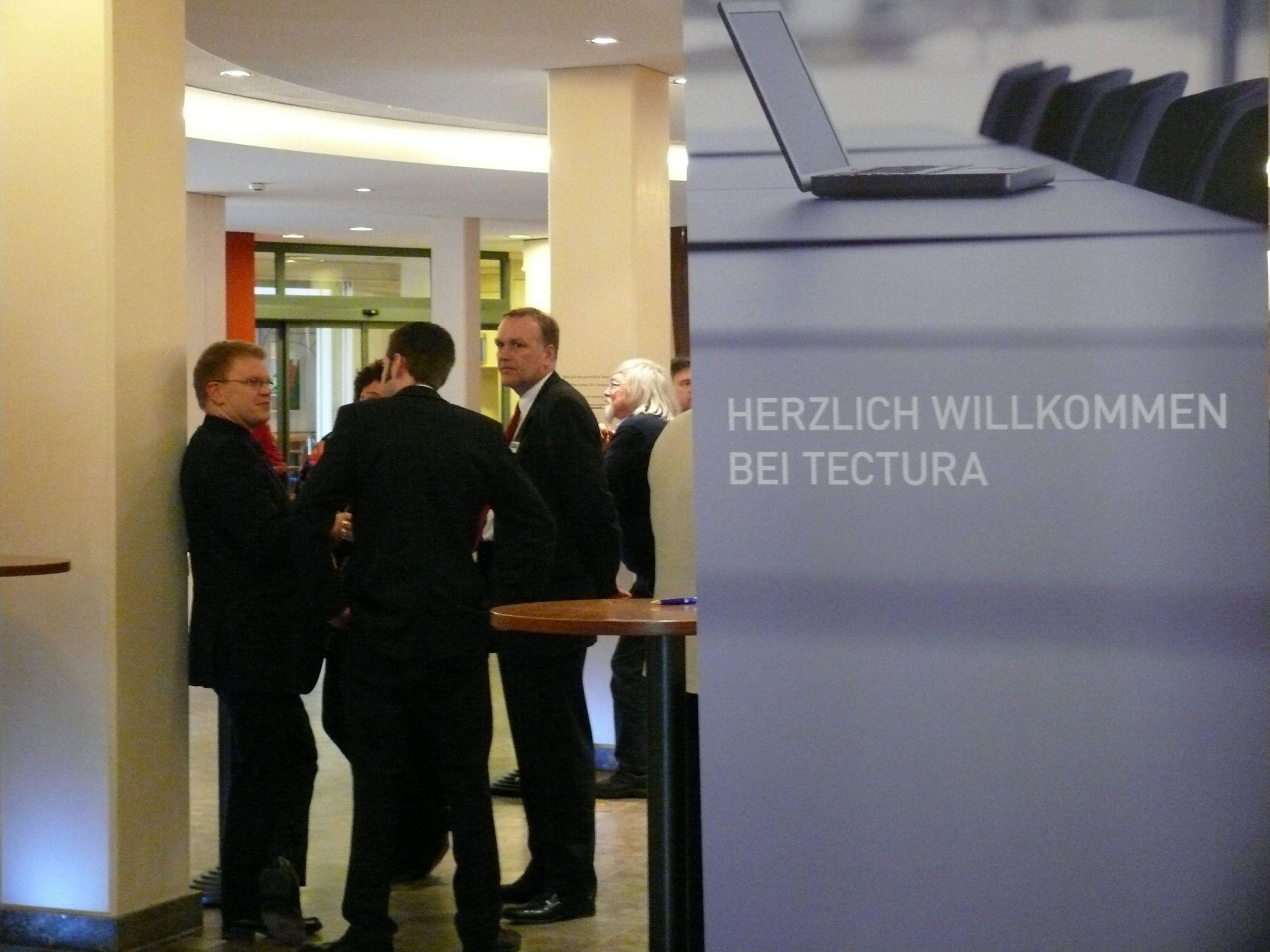 Diskussionen beim Forum NAV des Microsoft Partners Tectura groß JPG