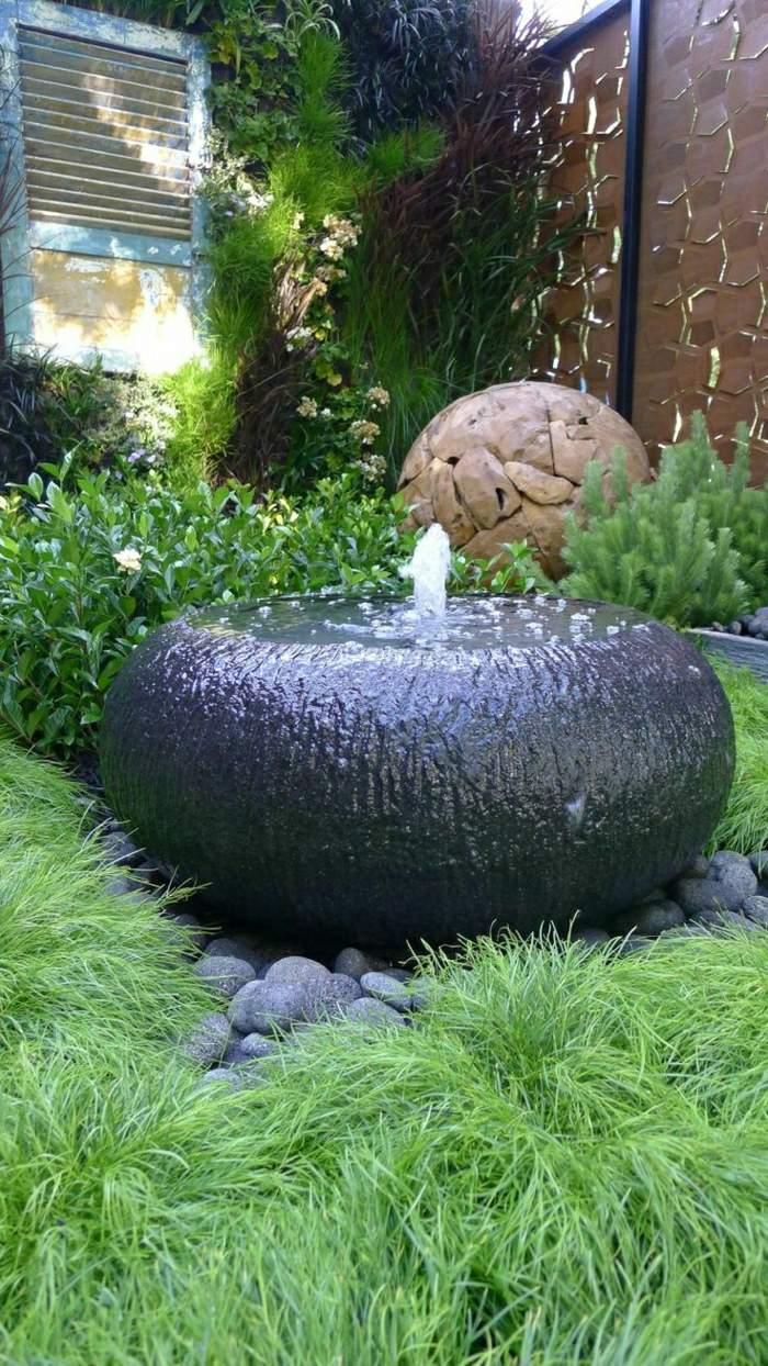 Garten Hof Wasserbrunnen Gras dekorative Steine1