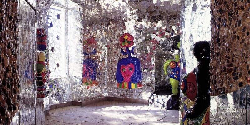 Es ist bunt und funkelt Grotte von Niki de Saint Phalle