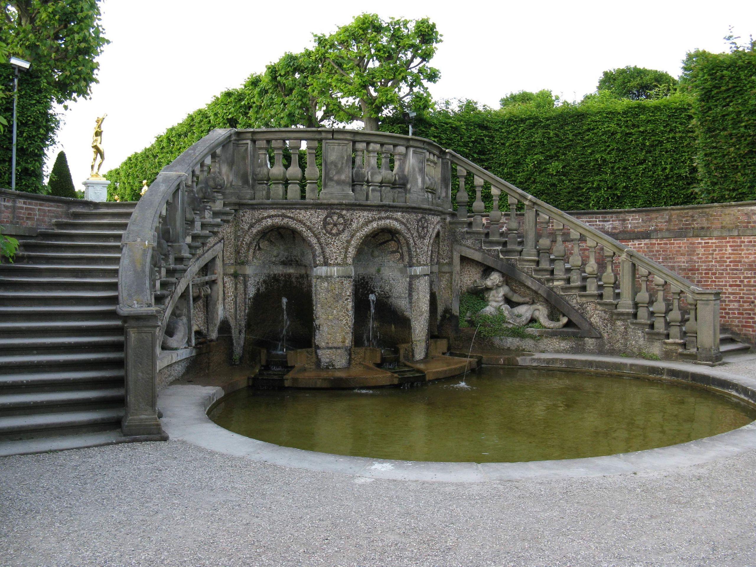 File Hannover Herrenhausen Großer Garten Treppe zum Theater JPG
