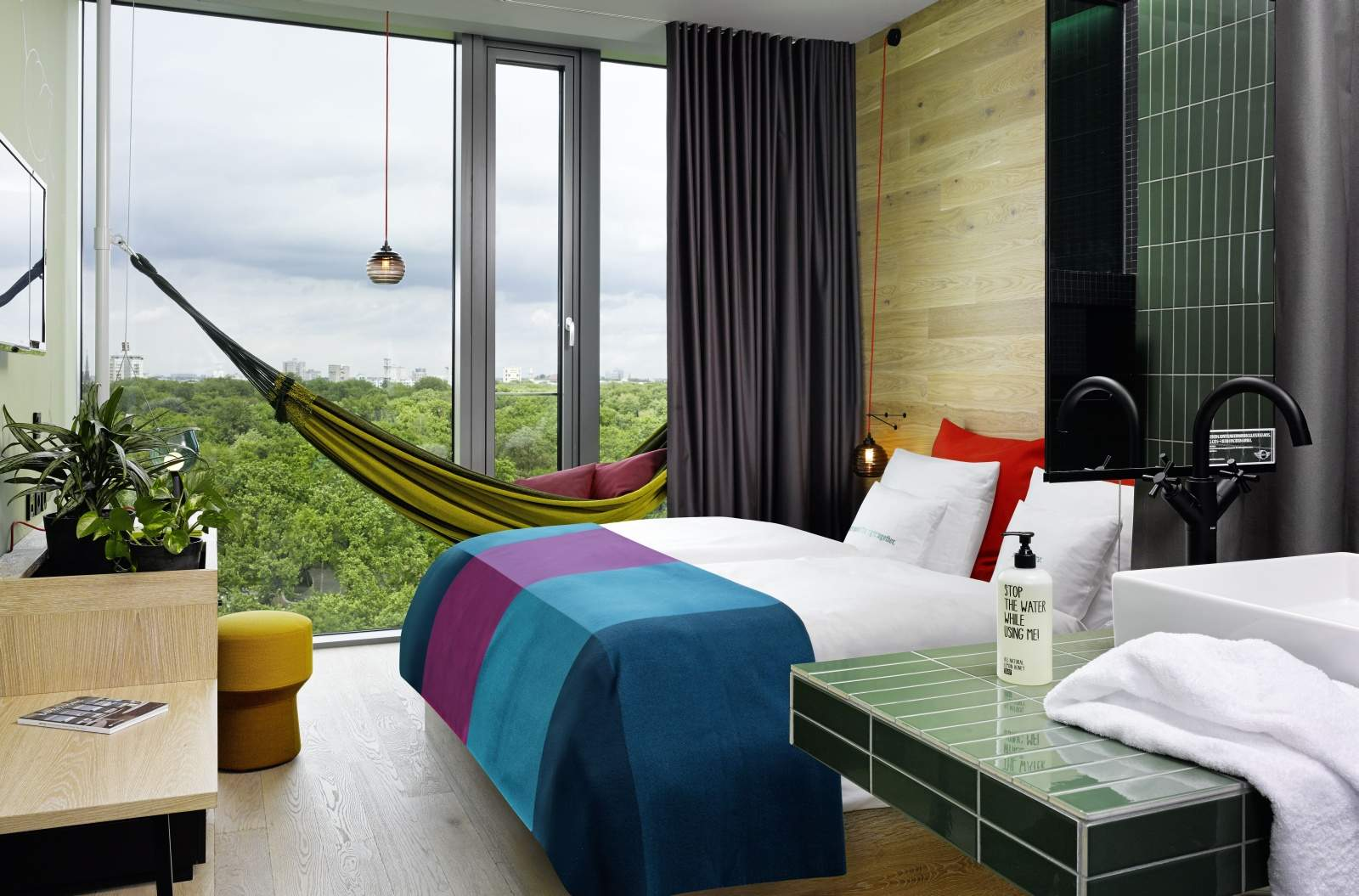 26 25hours hotel bikini berlin jungle room m hangematte zooblick gross