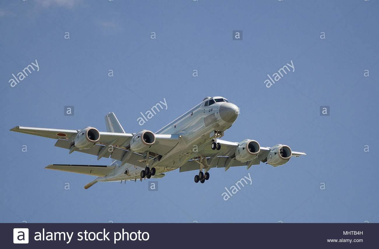 berlin schonefeld deutschland april 28 2018 japanische kawasaki p 1 seeuberwachungsflugzeuge wahrend der ila 2018 in berlin schonefeld mhtb4h