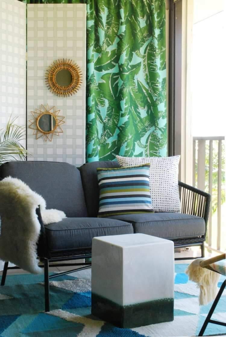 deko für kleinen balkon teppich moebel ueberdachung couchtisch