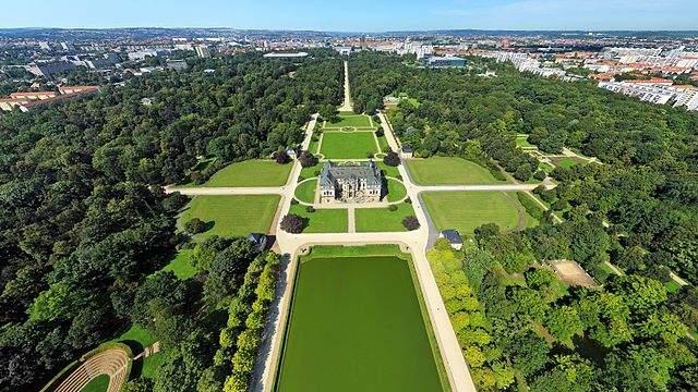 File Luftbildaufnahme des Großen Gartens in Dresden