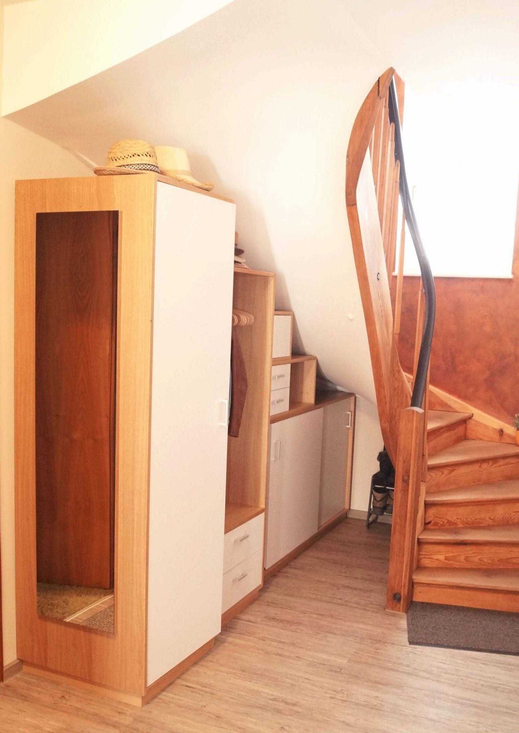 treppe aus paletten schon schuhschrank unter einer treppe unter treppe ideen unter treppe ideen