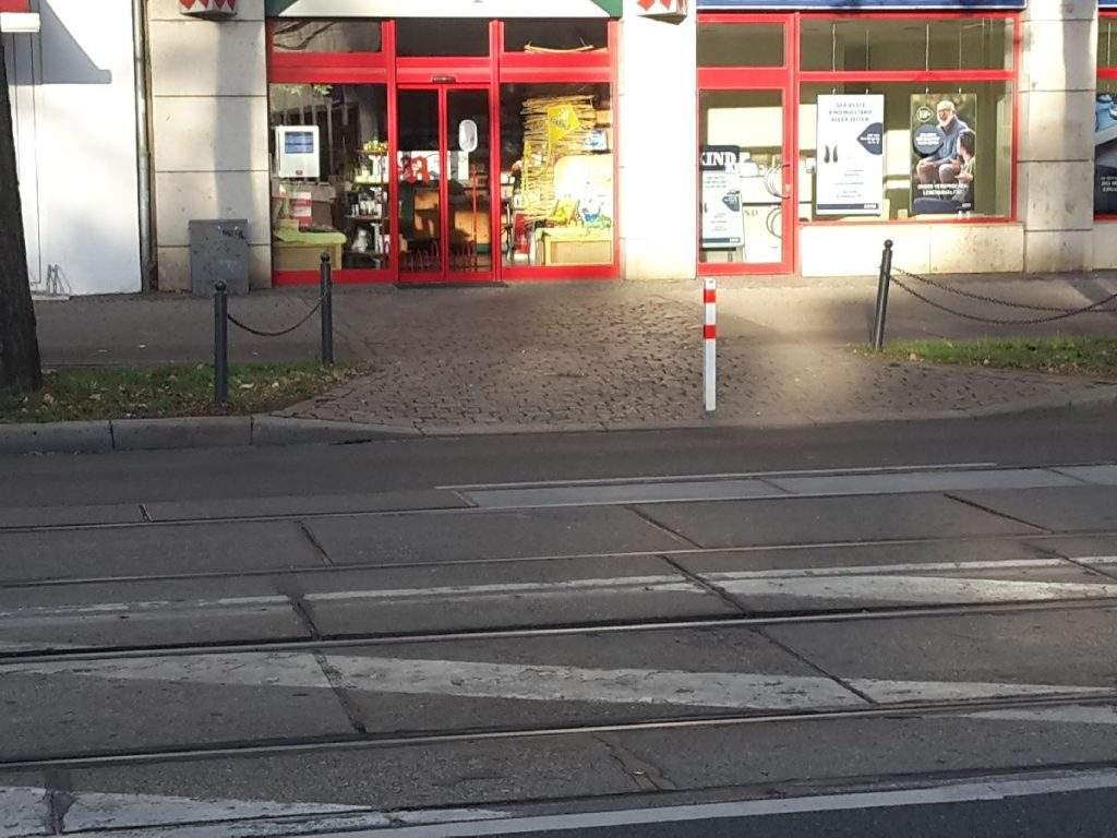 Kopfsteinpflasterausfahrt Lübecker Str 22aApotheke