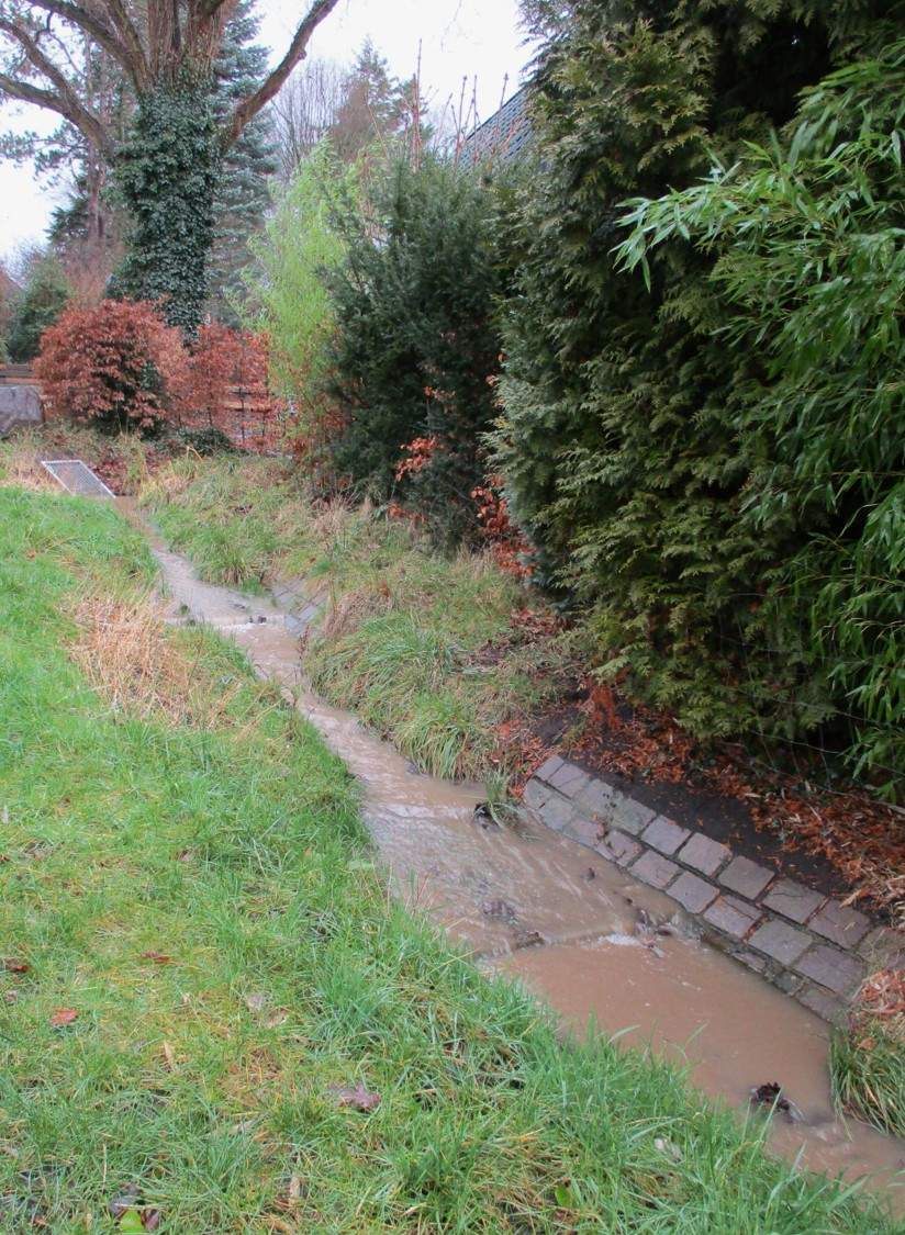 img 0367 westlich pistr regen dreckiger abfluss