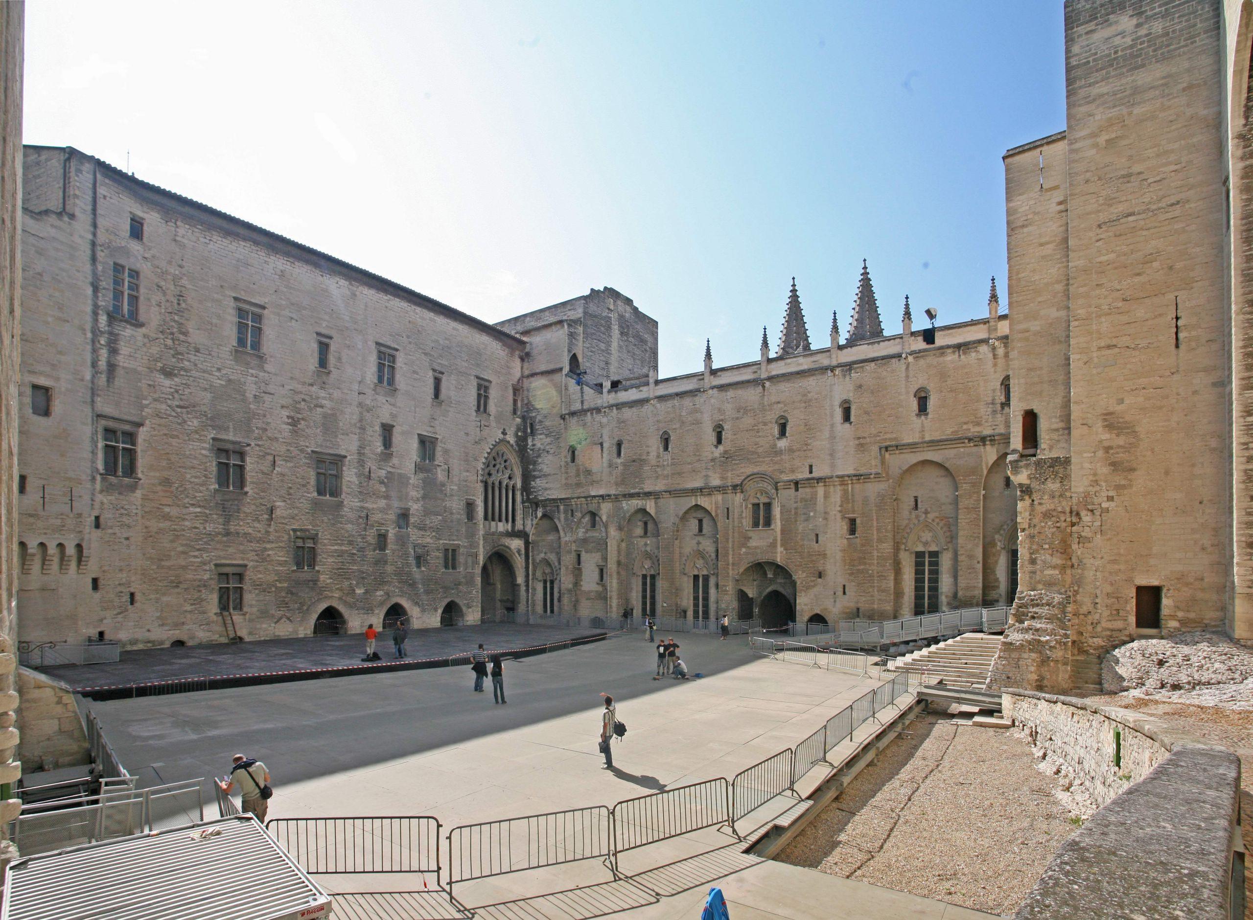 Cour d honneur palais neuf par JM Rosier