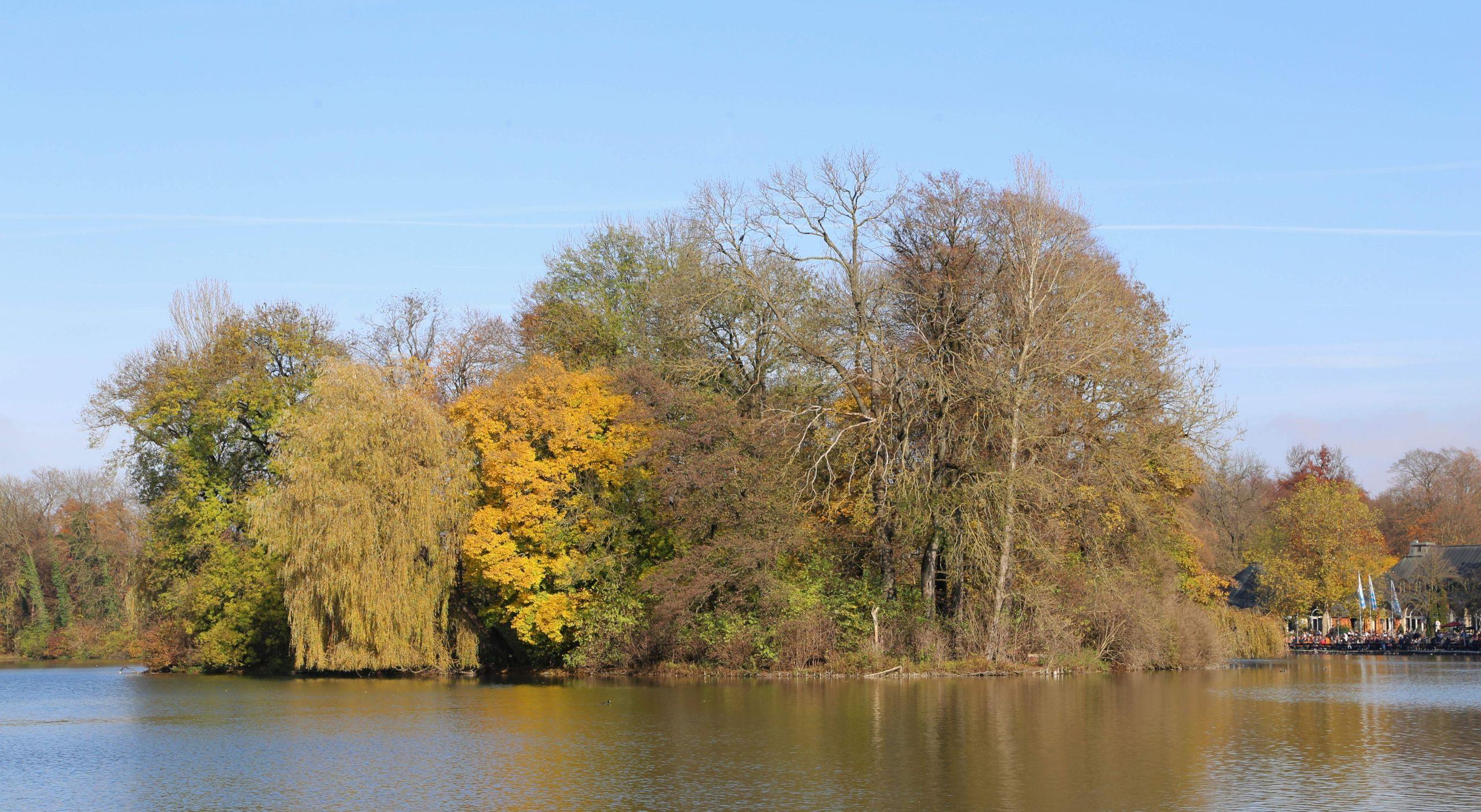 Kleinhesseloher See Englischer Garten Muenchen 4