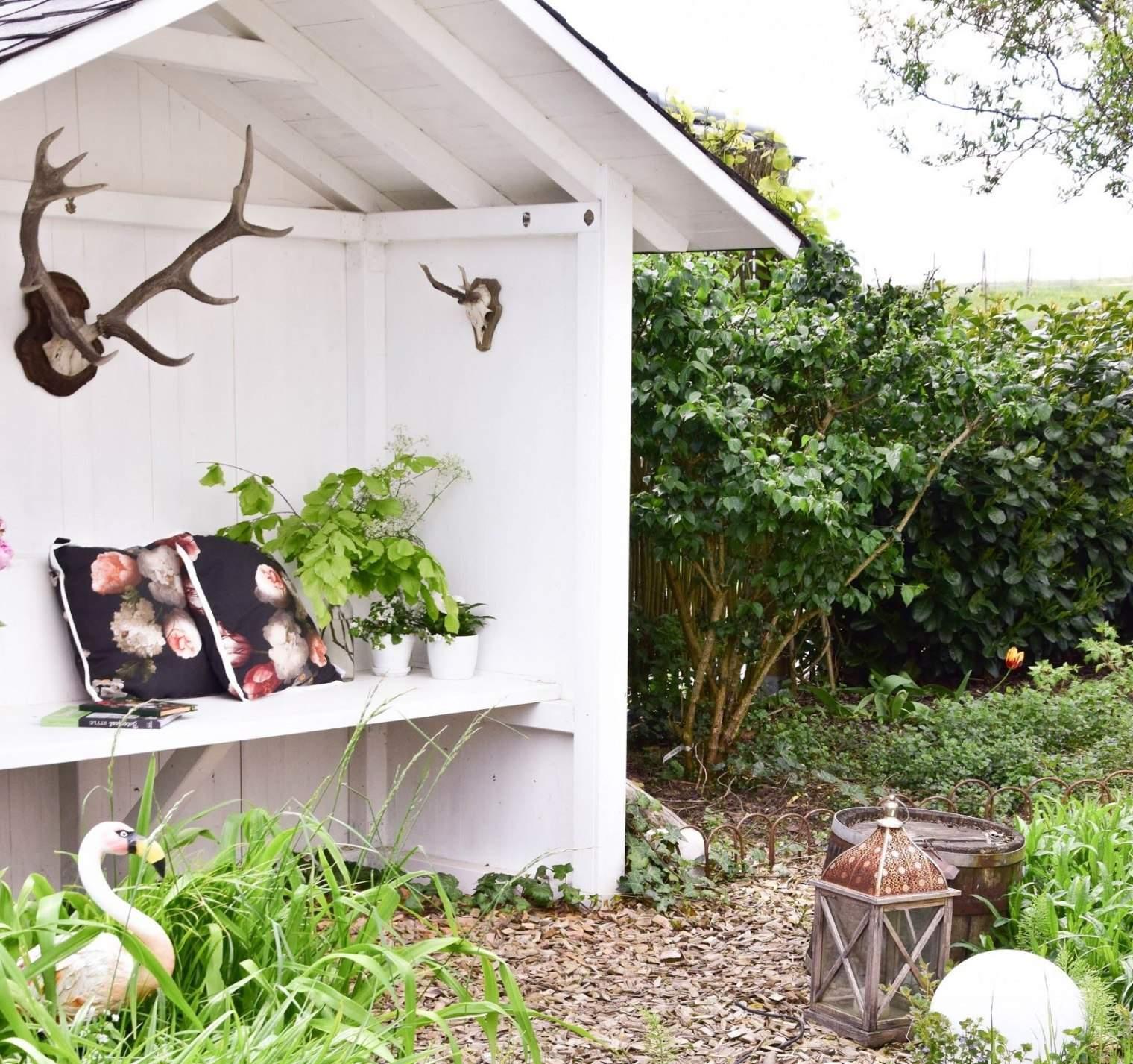garten sitzbank mit dach deko fur das teichhaus und mein garten im mai of garten sitzbank mit dach