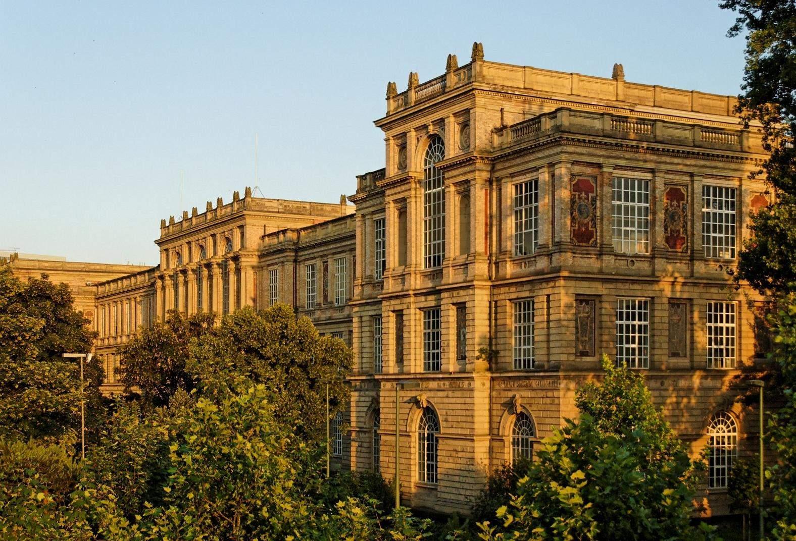 Kunstakademie in Duesseldorf Altstadt von Nordwesten
