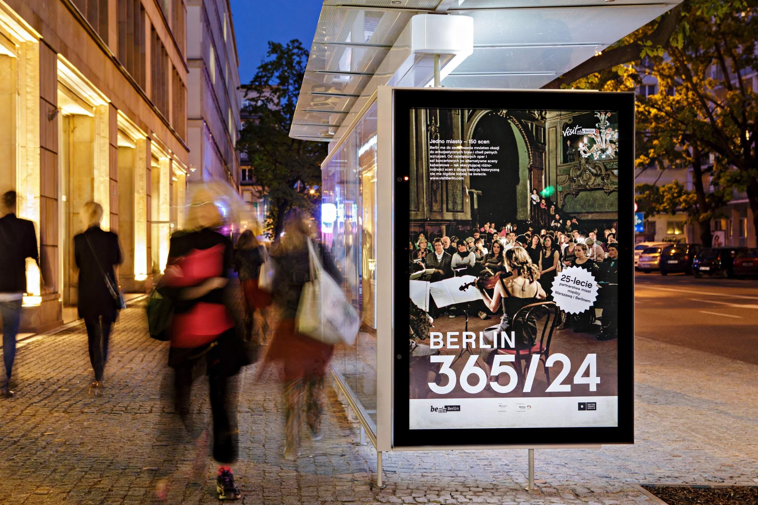 Outdoor Werbung 365 24 in Warschauschnitt