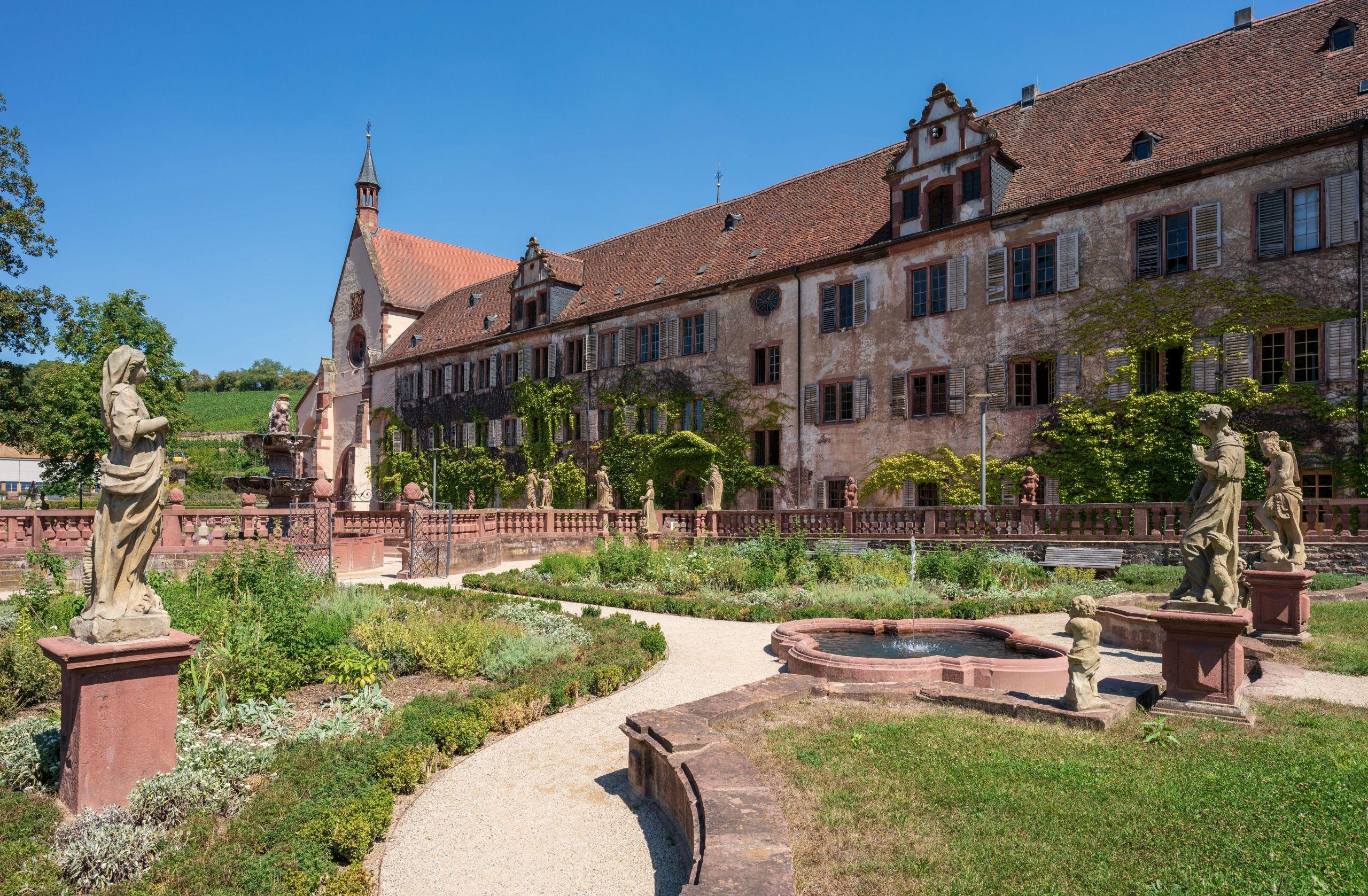 Wertheim Kloster Bronnbach Barockgarten und Westfassade 2