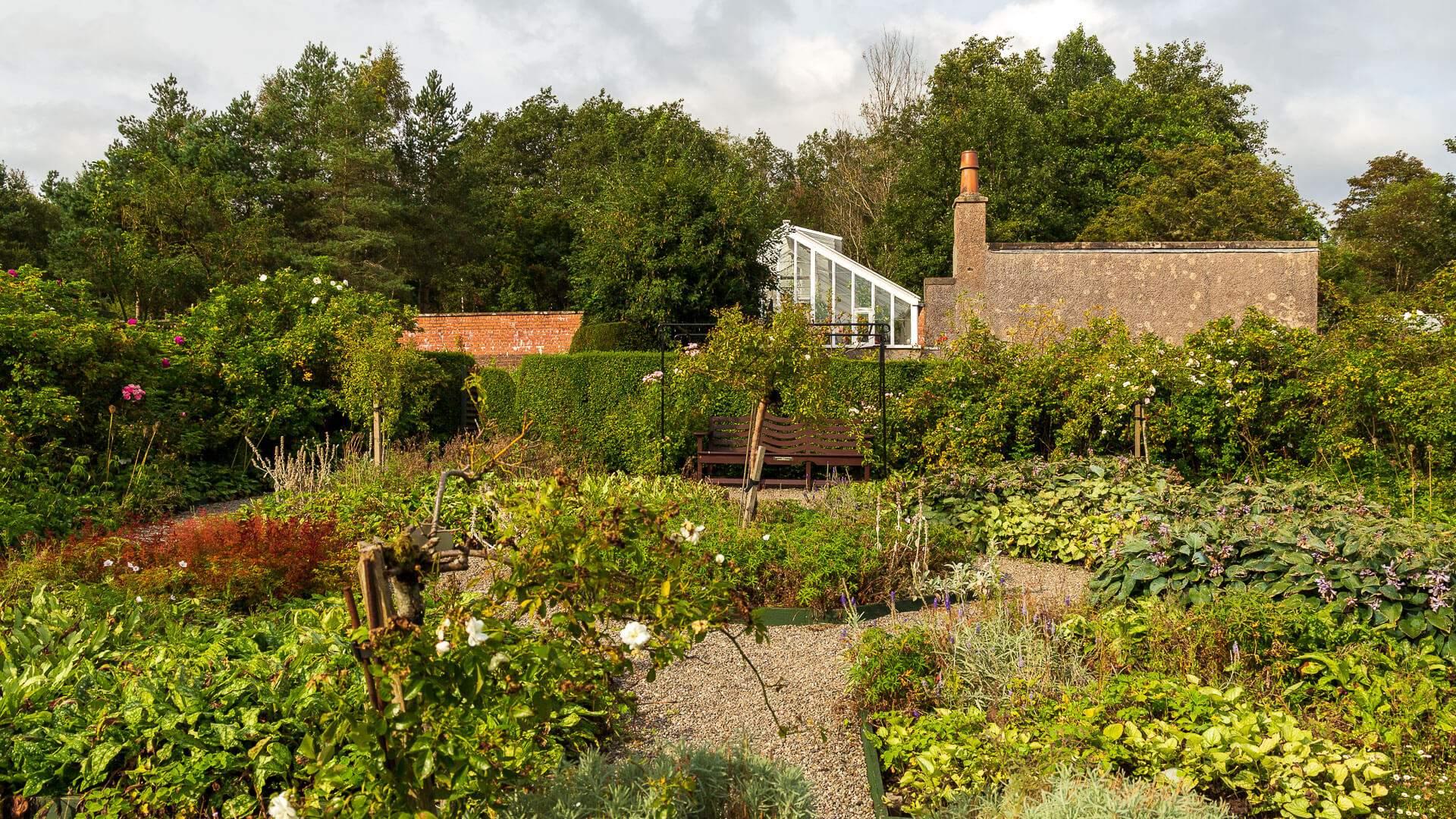 Was Tun Gegen Zecken Im Garten Inspirierend the Hill House – Der Traum Des Architekten
