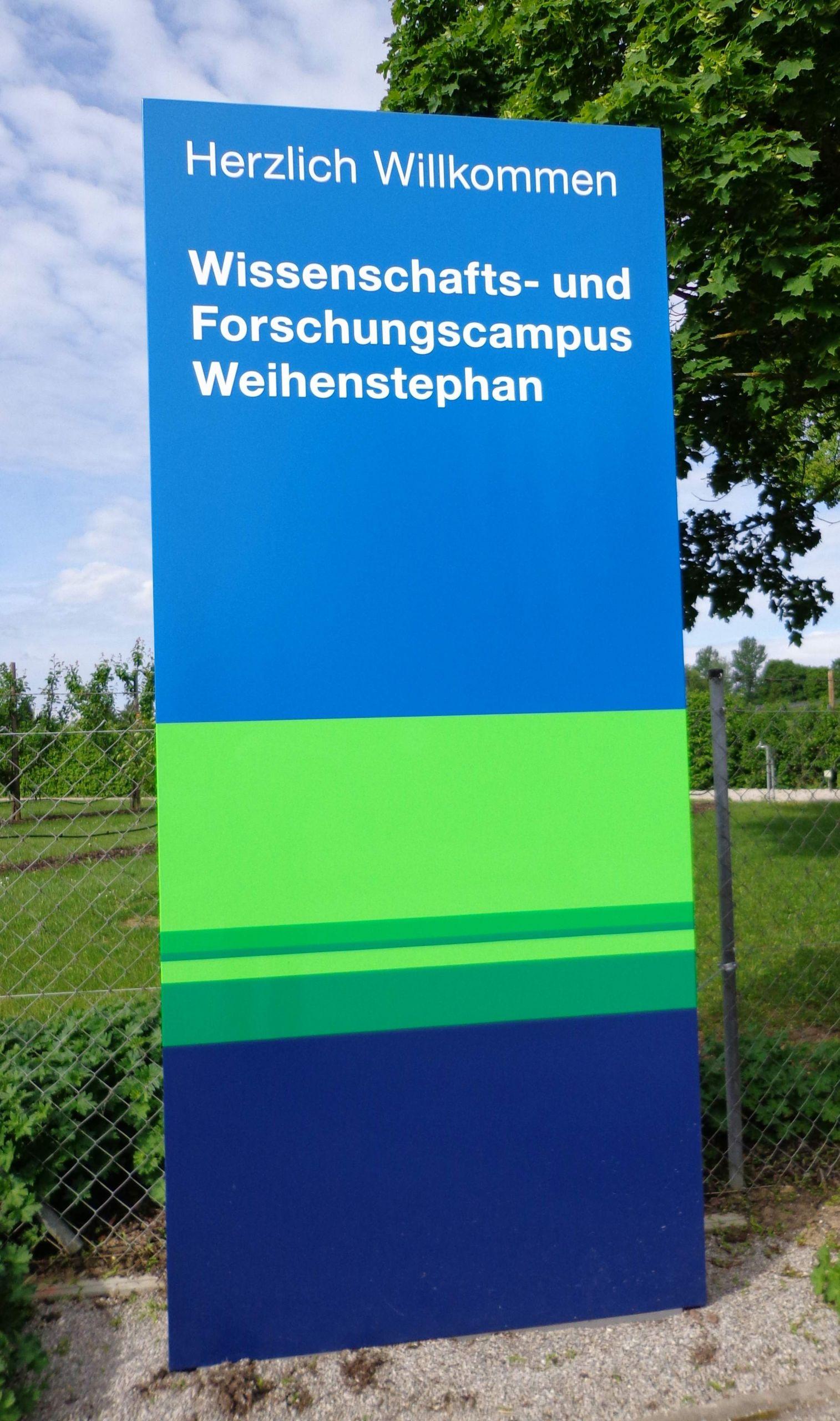 Hinweistafel am Campus Freising Weihenstephan